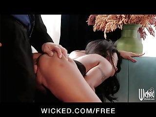 Hot Working Girl Kaylani Lei Fucks Husband While His Wife Wa