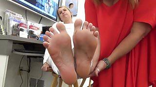 Naive Girl Soles Feet