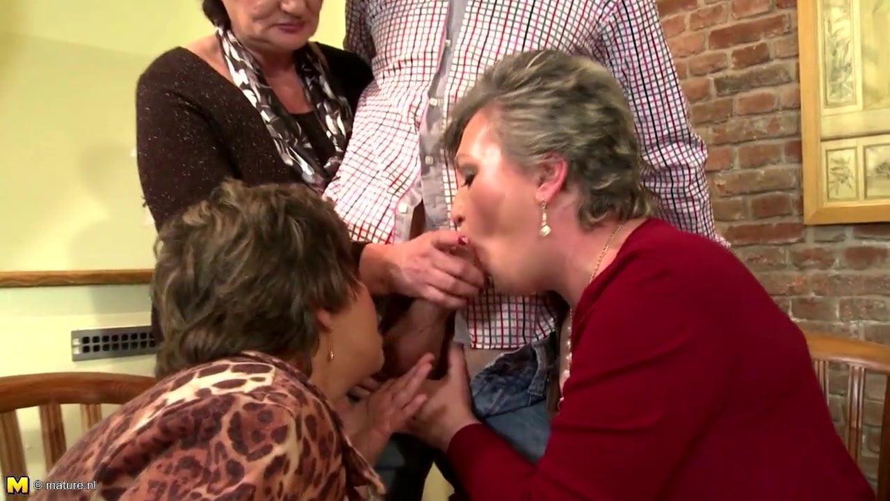 Порно бабушки унижают