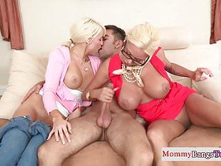 trío con la jefa e hija porno