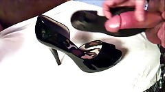 Patent Leather Open-Toe Pumps Get Pumped 3