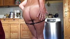 Nice ass is making the kitchen up