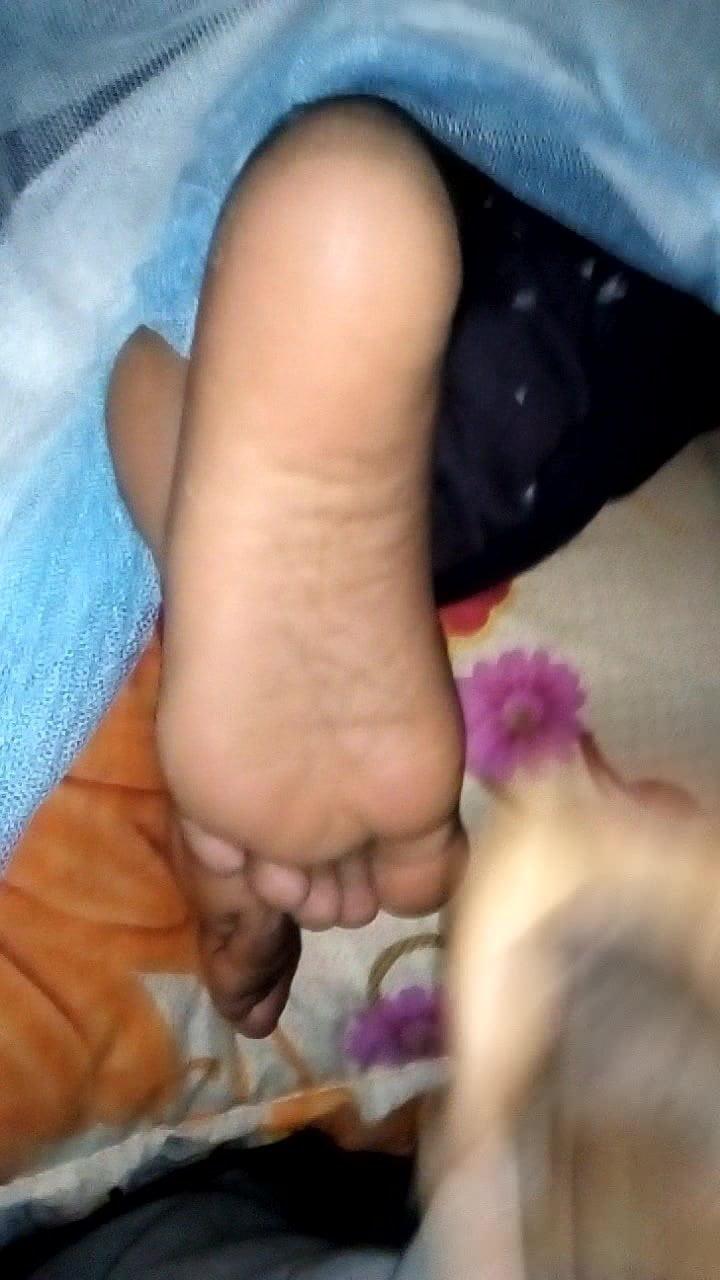Lanka kolu feet