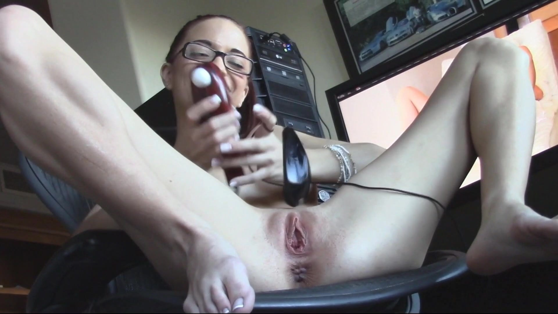 Mouse inserted in pussy — pic 6