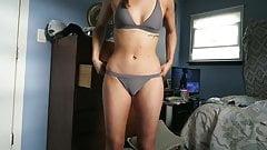 Teen probandose bikinis cameltoes's Thumb