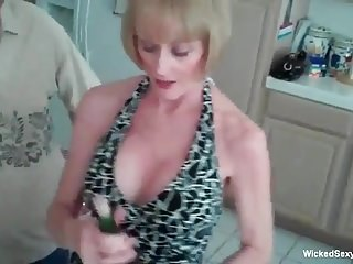 Amateur GILF Loves Her Sexuality