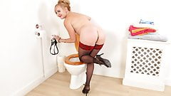 English milf Mouse goes on a solo adventure in bathroom