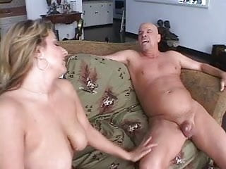 Bitch in heat cant stop sucking & fucking
