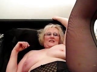 Grannies licking pussy - Sexy carol from romford licking claire knights pussy