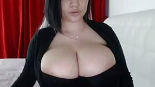 Busty hottie does cam show