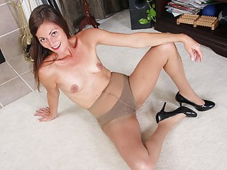 American milf Veronica fingers her sultry pussy for us
