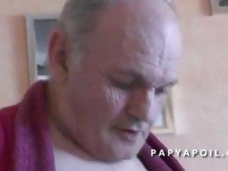 Download video bokep Papy se tape sa jeune infirmiere asiat apres la douche Mp4 terbaru