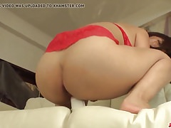 Wakaba Onoue finger fucks pussy before a wild fuck