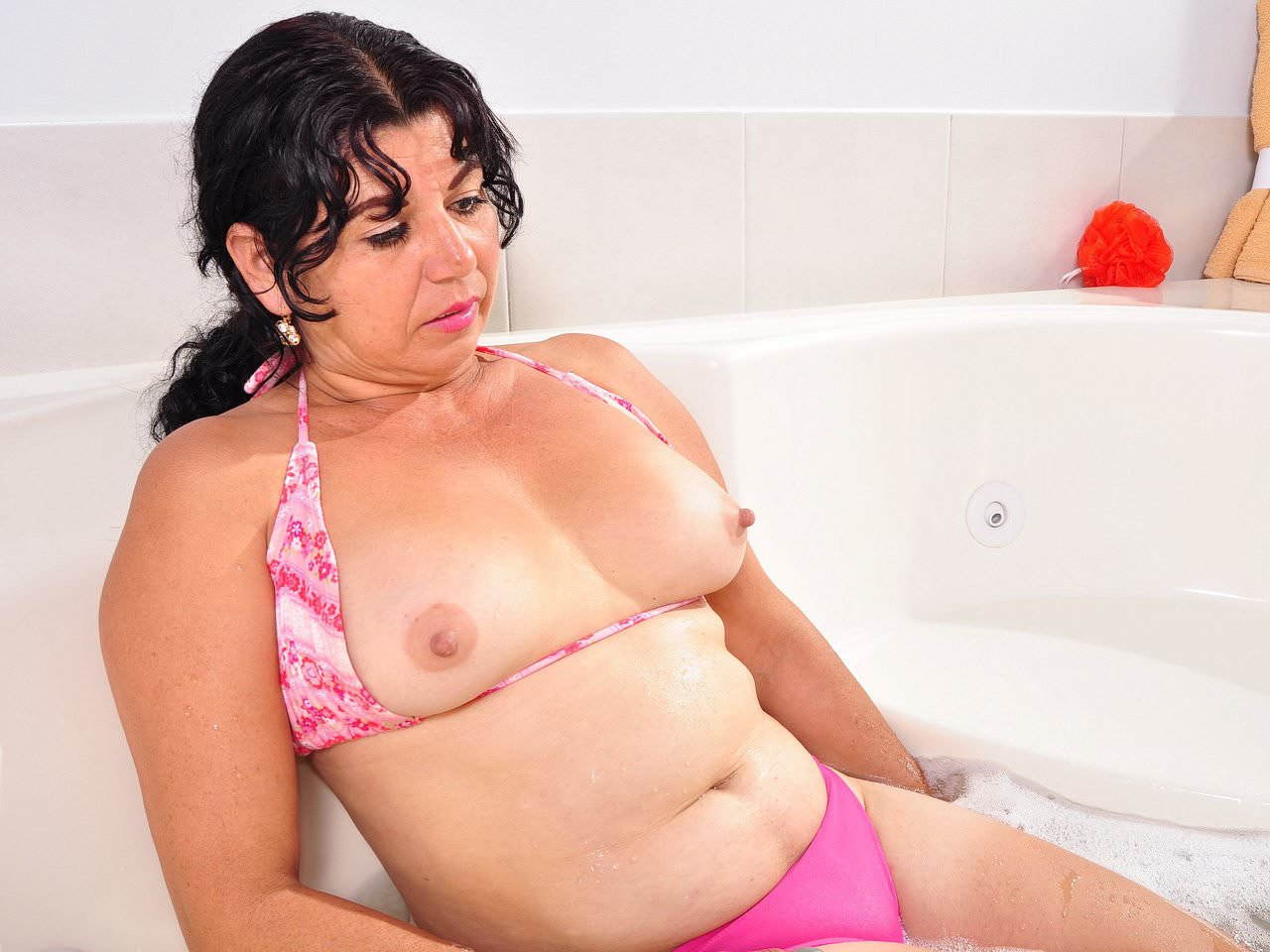 Latina milf lucia gets overwhelmed by lust