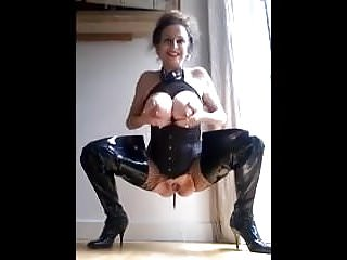 Horny Mommy Pissing And Milking