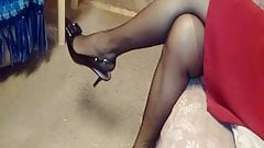 ARCHES FEET IN HIGH HEELS