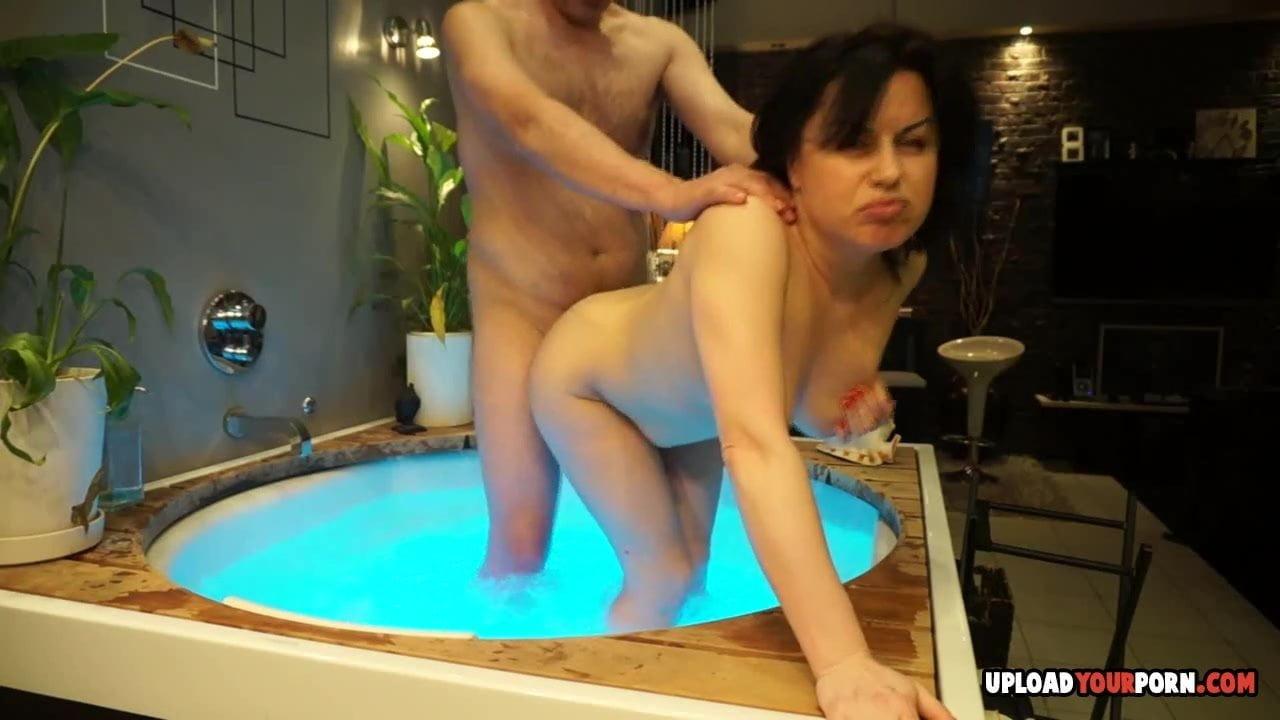 tamilnaduschool-teacherssex-tub-girlfriend-helps-bf-fuck-his-sister