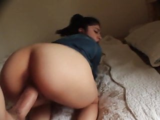 Gf With Nice Ass Fuck In The Bed And Recives Cum On Ass