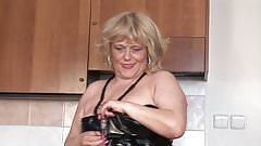 Chubby mama squirting while masturbating