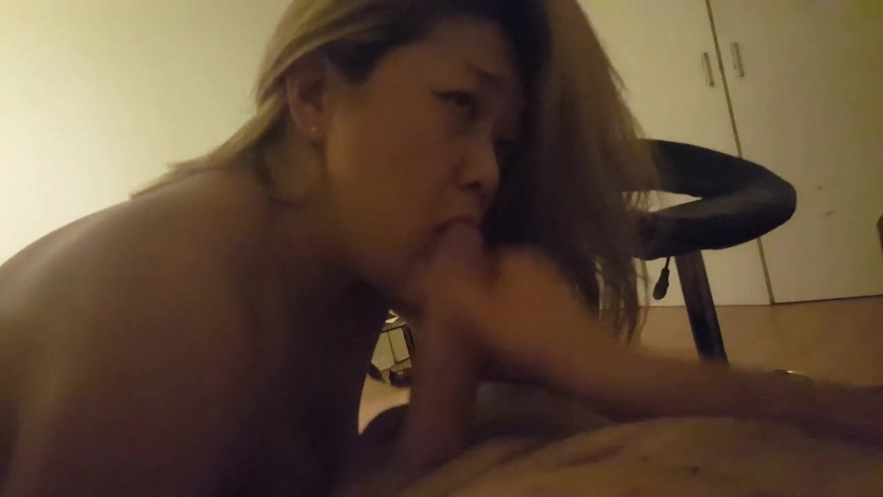 Novice blow job by Asian lady