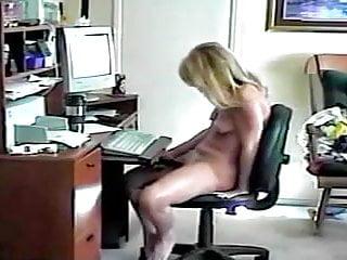 Hillary jilling at the computer