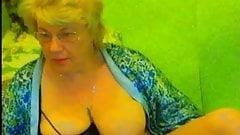 Grannyslut on cam