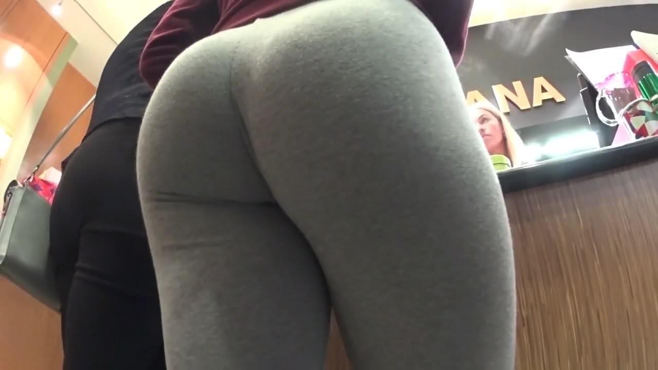 Teen Showing Off Ass Leggings