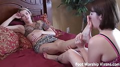Leyla loves Bella's relaxing foot worship