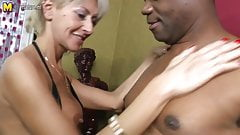 Posh mature mom takes big black cock