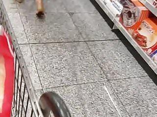 mulher com corpao sendo filmada