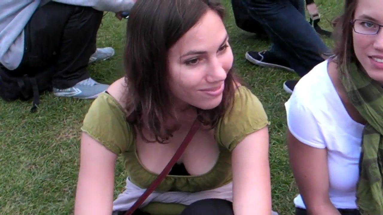 молодые телки со спермой на роже фотографируются без одежды