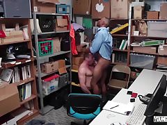 YoungPerps - Beefy stud fucked hard by a mall cop