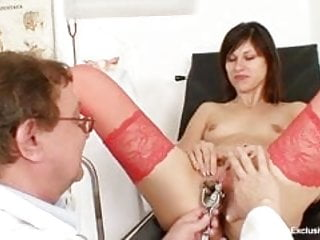 Download video bokep Kinky gyno doctor fingers pussy of hot brunette Mp4 terbaru
