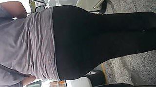 Huge jiggly white booty wedgie leggings pt 3