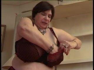 Big titted curvy woman masturbate on cam