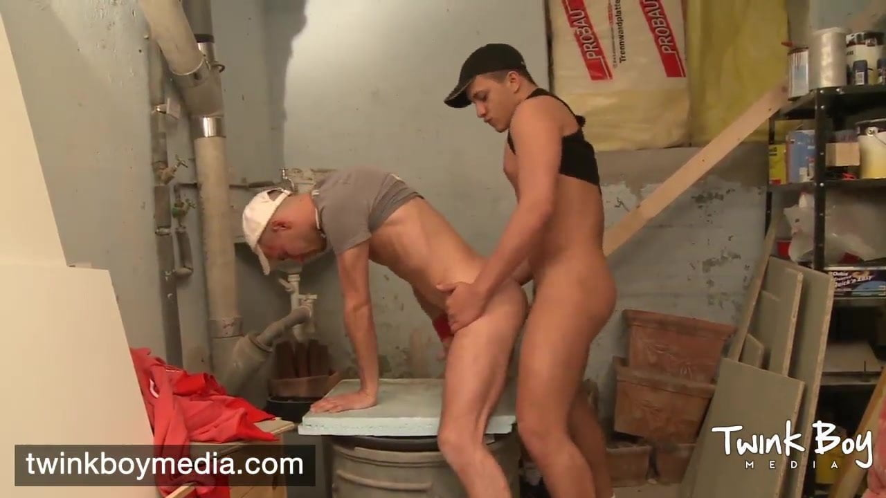 Sexy meaty twinks banging in gang