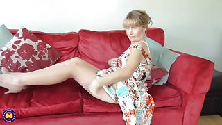 Mature British housewife Jane with hungry vagina