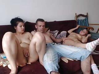 Trio avec deux coquines