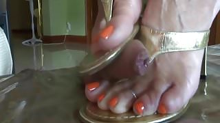 Shoejob in sandals