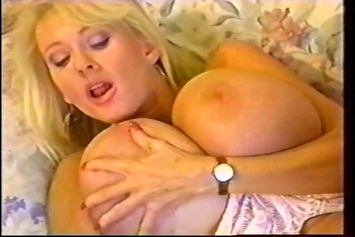 Kleevage tits kayla
