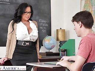 Profesora Pechugona Tiene Sexo Con Alumno - Sheridan Love