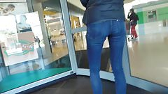 voyeur belle femme italienne canon en jeans au magasin