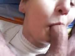 oma 76 jaar oud pijpt en krijgt zaad in haar gezicht