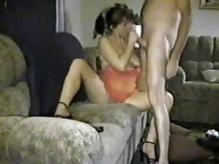 Amateur Husband And Wife Film Themselves Fucking !