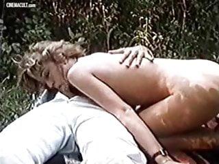 Moana Pozzi first hardcore - Valentina ragazza in calore
