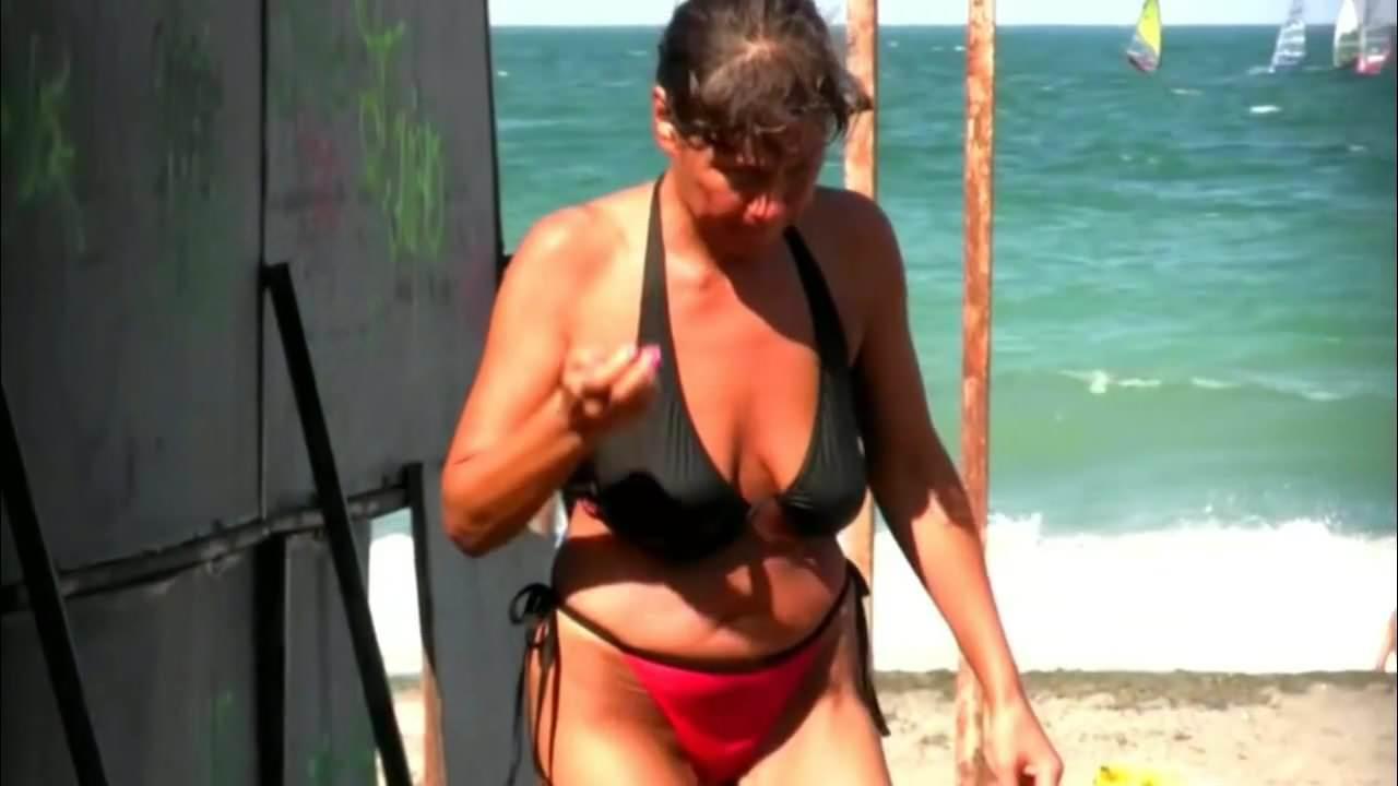 Spy Beach Mature with hard nipple Moms