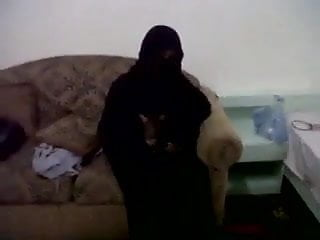 Homemade Fully Covered Arab Babe Has Anal Sex With Her Lover