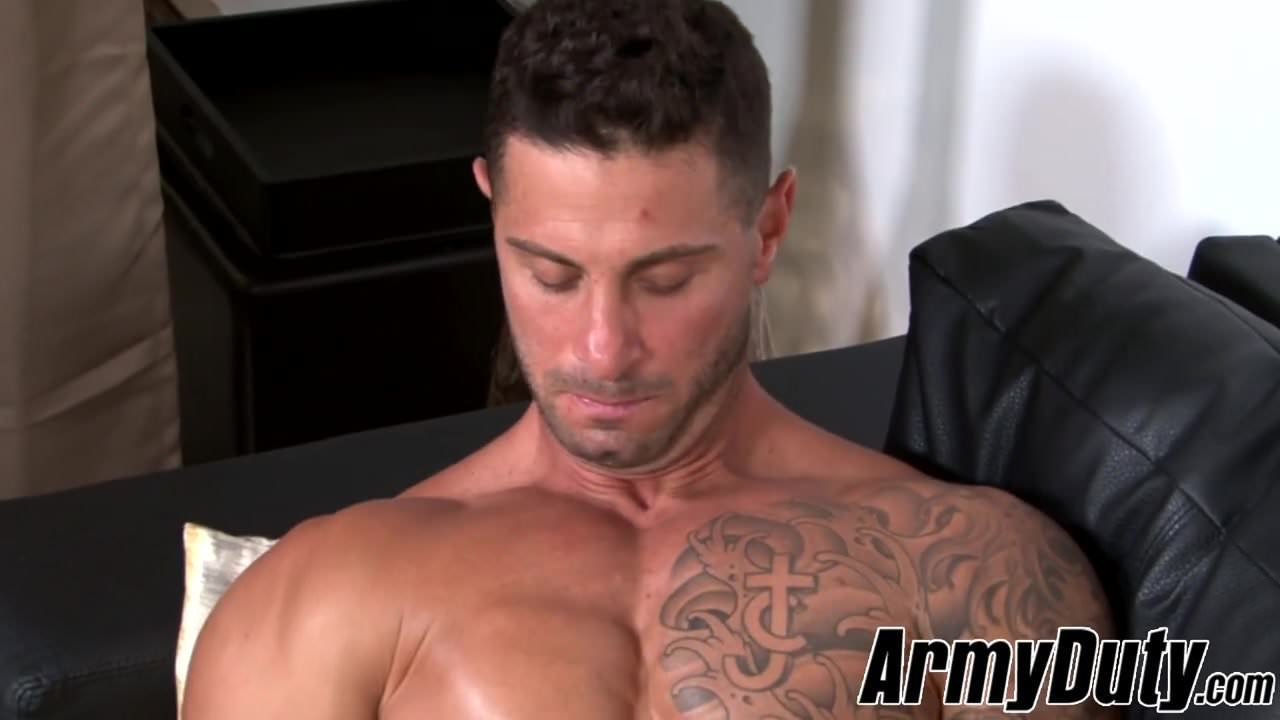 Solo masturbation session with inked bearded homosexual