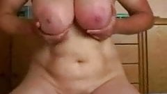shaking floppy boobs