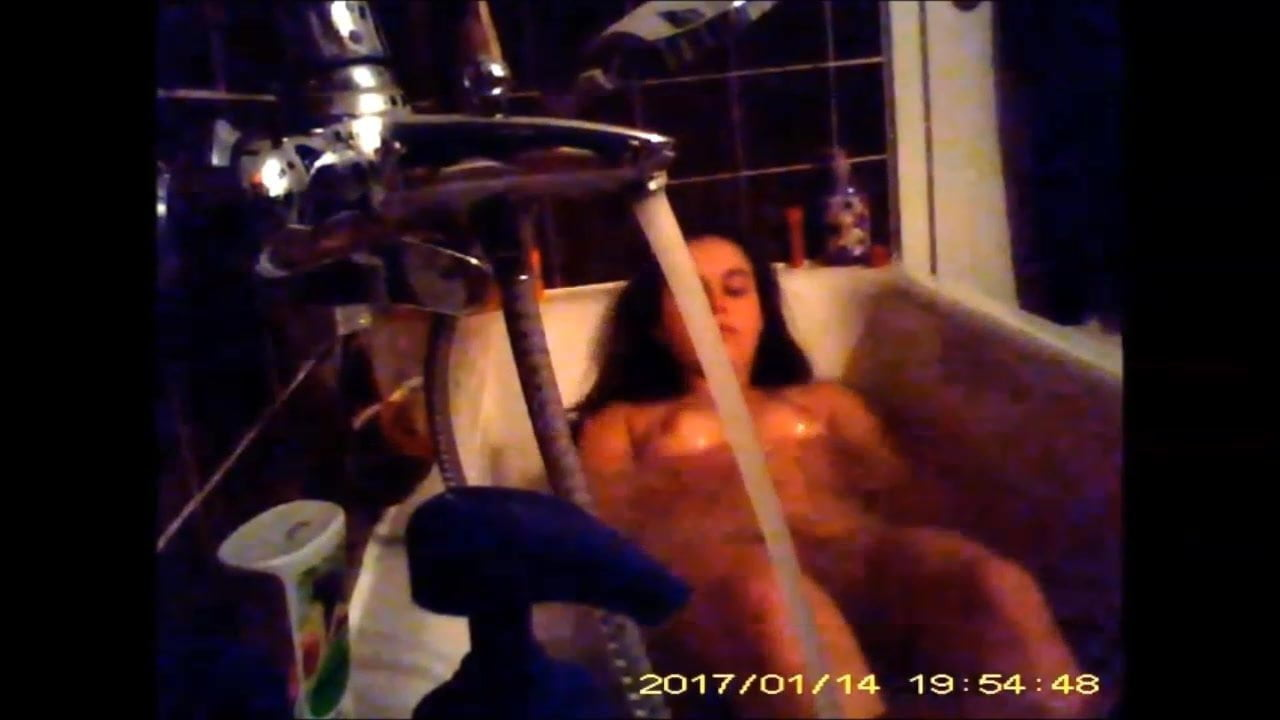 Amateur nude daughter shower